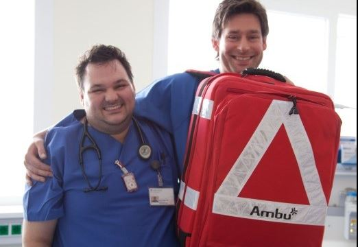 Im Team: Arzt und Pflegekraft